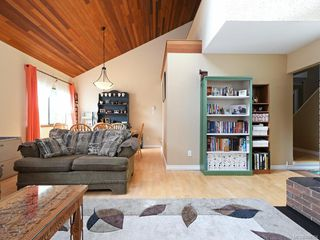 Photo 5: 247 Stormont Rd in View Royal: VR View Royal Single Family Detached for sale : MLS®# 844094