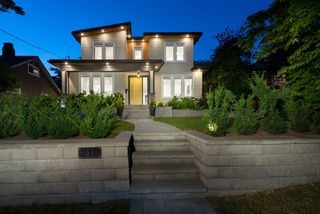 Main Photo: 218 W 24TH Street in North Vancouver: Central Lonsdale House for sale : MLS®# R2509349