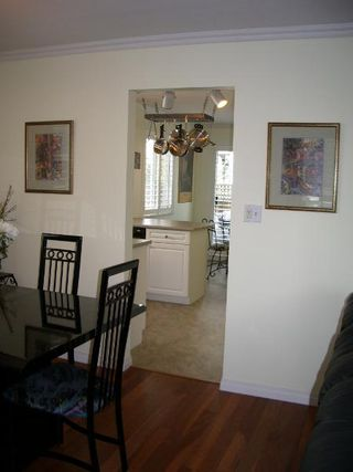Photo 17: BEAUTIFULLY RENOVATED 3-BR TOWNHOUSE!