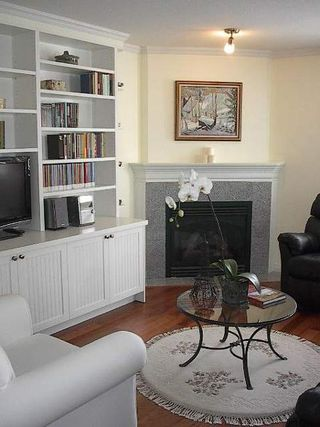 Photo 9: BEAUTIFULLY RENOVATED 3-BR TOWNHOUSE!