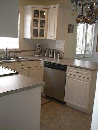 Photo 19: BEAUTIFULLY RENOVATED 3-BR TOWNHOUSE!