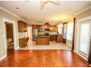 "Photo 8: 7266 198TH Street in Langley: Willoughby Heights House for sale in ""MOUNTAIN VIEW ESTATES"" : MLS®# F1422393"