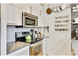 Photo 7: 202 414 MEREDITH Road NE in Calgary: Crescent Heights Condo for sale : MLS®# C4031332