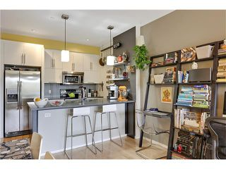 Photo 10: 202 414 MEREDITH Road NE in Calgary: Crescent Heights Condo for sale : MLS®# C4031332
