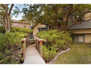 Photo 2: 2831 OAKWOOD Drive SW in Calgary: Oakridge House for sale : MLS®# C4079532
