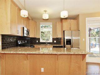 Photo 9: 201 611 Goldstream Ave in VICTORIA: La Fairway Condo for sale (Langford)  : MLS®# 753485