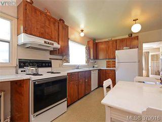Photo 9: 284 Beach Drive in VICTORIA: OB South Oak Bay Single Family Detached for sale (Oak Bay)  : MLS®# 379016