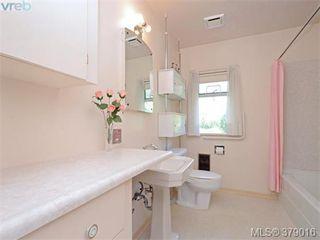Photo 11: 284 Beach Drive in VICTORIA: OB South Oak Bay Single Family Detached for sale (Oak Bay)  : MLS®# 379016