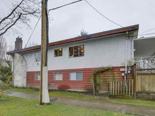 "Photo 2: 3901 TUPPER Street in Vancouver: Cambie House for sale in ""Douglas Park"" (Vancouver West)  : MLS®# R2256298"