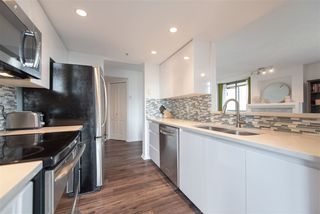 """Photo 8: 1903 867 HAMILTON Street in Vancouver: Downtown VW Condo for sale in """"Jardine's Lookout"""" (Vancouver West)  : MLS®# R2331796"""