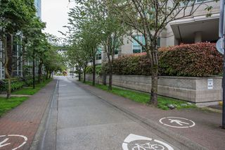 "Photo 19: 1504 1455 HOWE Street in Vancouver: Yaletown Condo for sale in ""POMARIA"" (Vancouver West)  : MLS®# R2387626"