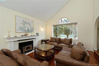 Photo 2: 1213 Crofton Terrace in VICTORIA: SE Sunnymead Single Family Detached for sale (Saanich East)  : MLS®# 413340