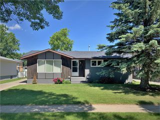 Photo 1: 18 River Avenue East in Dauphin: Residential for sale (R30 - Dauphin and Area)  : MLS®# 1931146