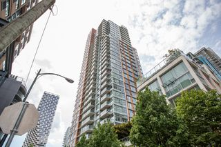 "Photo 1: 1108 1351 CONTINENTAL Street in Vancouver: Downtown VW Condo for sale in ""Maddox"" (Vancouver West)  : MLS®# R2456999"