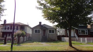 Photo 2: 2748 GRANT Street in Vancouver: Renfrew VE House for sale (Vancouver East)  : MLS®# R2504543