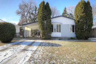 Photo 1: 707 Grierson Avenue in Winnipeg: Fort Richmond Single Family Detached for sale (1K)  : MLS®# 202028093
