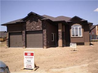 Main Photo: 722 Patrick Bay in Saskatoon: Willowgrove Single Family Dwelling for sale (Saskatoon Area 01)  : MLS®# 402645