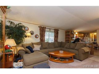 Photo 3: SAANICHTON MOBILE HOME = SAANICHTON REAL ESTATE Sold With Ann Watley! Call (250) 656-0131