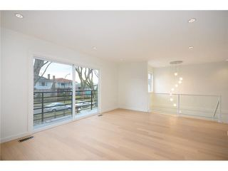 "Photo 5: 985 E 38TH Avenue in Vancouver: Fraser VE House for sale in ""FRASER"" (Vancouver East)  : MLS®# V1048813"