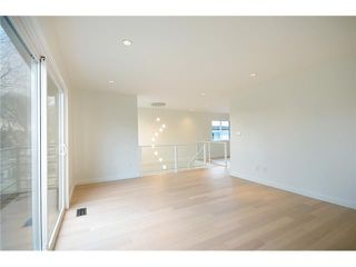 "Photo 6: 985 E 38TH Avenue in Vancouver: Fraser VE House for sale in ""FRASER"" (Vancouver East)  : MLS®# V1048813"