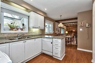 Photo 4: 151 Castle Crest in Oakville: Eastlake House (2-Storey) for sale : MLS®# W2882066