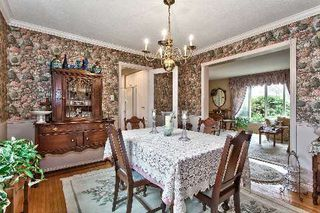 Photo 3: 151 Castle Crest in Oakville: Eastlake House (2-Storey) for sale : MLS®# W2882066