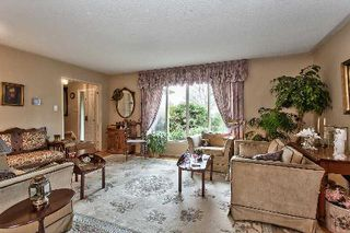 Photo 2: 151 Castle Crest in Oakville: Eastlake House (2-Storey) for sale : MLS®# W2882066