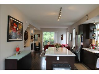 Photo 2: 10 102 FRASER Street in Port Moody: Port Moody Centre Townhouse for sale : MLS®# V1059898