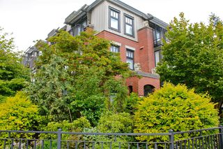 Photo 2: 1709 MAPLE Street in Vancouver: Kitsilano Townhouse for sale (Vancouver West)  : MLS®# V1066186
