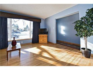 Photo 2: 72 LISSINGTON Drive SW in Calgary: North Glenmore Residential Detached Single Family for sale : MLS®# C3653332