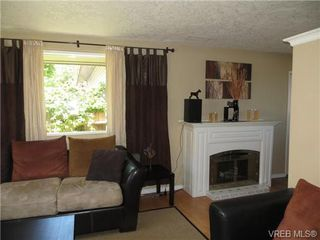 Photo 3: 890 Rockheights Ave in VICTORIA: Es Rockheights Half Duplex for sale (Esquimalt)  : MLS®# 693995