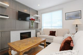 "Photo 2: 7 1338 FOSTER Street: White Rock Townhouse for sale in ""EARLS COURT"" (South Surrey White Rock)  : MLS®# R2051150"