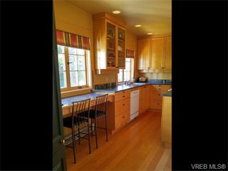 Photo 11: 870 Somenos St in VICTORIA: Vi Fairfield East Single Family Detached for sale (Victoria)  : MLS®# 743159