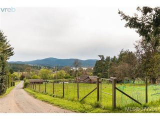 Photo 5: 952 Mt. Newton Cross Road in SAANICHTON: CS Inlet Single Family Detached for sale (Central Saanich)  : MLS®# 377253