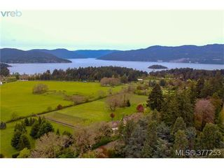 Photo 2: 952 Mt. Newton Cross Road in SAANICHTON: CS Inlet Single Family Detached for sale (Central Saanich)  : MLS®# 377253