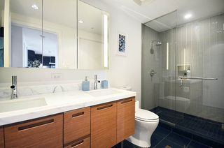 Photo 2: 3907 777 RICHARDS Street in Vancouver: Downtown VW Condo for sale (Vancouver West)  : MLS®# R2199790