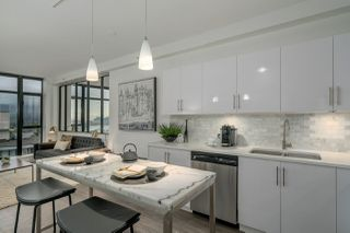 Photo 3: 1605 155 W 1ST Street in North Vancouver: Lower Lonsdale Condo for sale : MLS®# R2214943