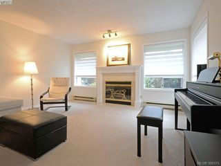 Photo 2: 4352 Parkwood Terrace in VICTORIA: SE Broadmead Strata Duplex Unit for sale (Saanich East)  : MLS®# 388375