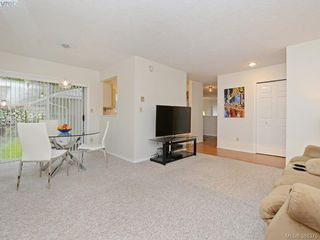 Photo 7: 4352 Parkwood Terrace in VICTORIA: SE Broadmead Strata Duplex Unit for sale (Saanich East)  : MLS®# 388375