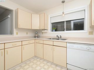Photo 10: 4352 Parkwood Terrace in VICTORIA: SE Broadmead Strata Duplex Unit for sale (Saanich East)  : MLS®# 388375