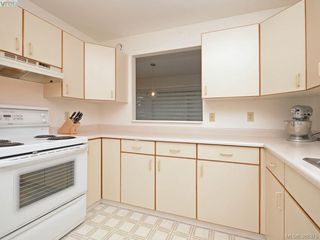 Photo 11: 4352 Parkwood Terrace in VICTORIA: SE Broadmead Strata Duplex Unit for sale (Saanich East)  : MLS®# 388375