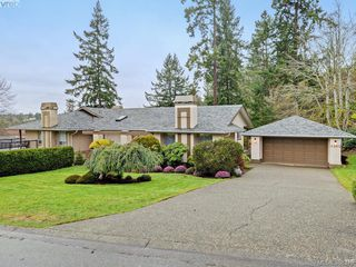Photo 1: 4352 Parkwood Terrace in VICTORIA: SE Broadmead Strata Duplex Unit for sale (Saanich East)  : MLS®# 388375