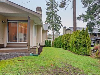 Photo 18: 4352 Parkwood Terrace in VICTORIA: SE Broadmead Strata Duplex Unit for sale (Saanich East)  : MLS®# 388375