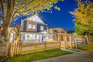 Photo 1: 943 E 14TH Avenue in Vancouver: Mount Pleasant VE 1/2 Duplex for sale (Vancouver East)  : MLS®# R2319114