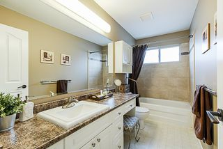 """Photo 14: 6558 187A Street in Surrey: Cloverdale BC House for sale in """"CHARTWELL ESTATES"""" (Cloverdale)  : MLS®# R2331442"""