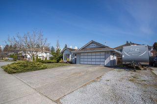 Photo 2: 12336 NIKOLA Street in Pitt Meadows: Central Meadows House for sale : MLS®# R2353717
