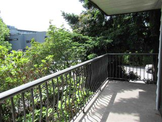 """Photo 5: 235 2033 TRIUMPH Street in Vancouver: Hastings Condo for sale in """"MACKENZIE HOUSE"""" (Vancouver East)  : MLS®# R2382398"""