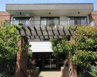 """Photo 1: 235 2033 TRIUMPH Street in Vancouver: Hastings Condo for sale in """"MACKENZIE HOUSE"""" (Vancouver East)  : MLS®# R2382398"""