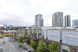 "Photo 12: 805 33 W PENDER Street in Vancouver: Downtown VW Condo for sale in ""33 Living"" (Vancouver West)  : MLS®# R2431559"