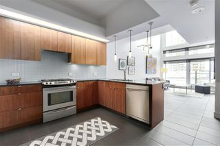 "Photo 2: 805 33 W PENDER Street in Vancouver: Downtown VW Condo for sale in ""33 Living"" (Vancouver West)  : MLS®# R2431559"